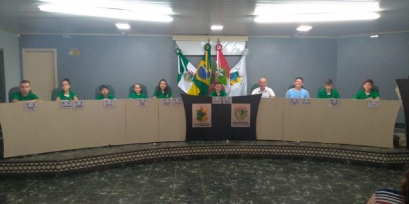 Vereadores jovens reuniram-se nessa sexta-feira, dia 22, para a última sessão ordinária da Câmara Jovem do ano de 2019